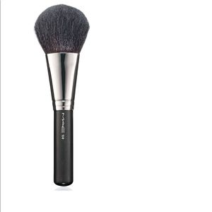 MAC Brush 134